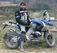 Metzeler across the world : raid en moto de Paris à Katmandou.