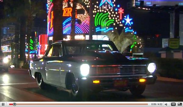 Réveil Auto - Dans les rues de Las Vegas en Chevrolet Nova de drag...