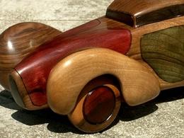 Art/sculpture : Les voitures en noyer de Causses de Marcel Coronel