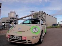 Une Volkswagen New Beetle qui marche avec un carburant un peu...particulier !