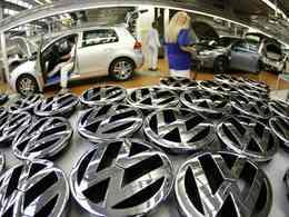 """Volkswagen cherche des """"volontaires"""" pour produire la Golf cet été"""