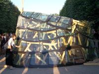 Evènement « Jardins Jardin » aux Tuileries : des architectes recyclent des pare-brises pour en faire une serre
