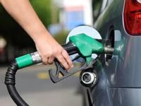 Prix des carburants: Macron ne veut plus d'augmentation automatique de la taxe carbone