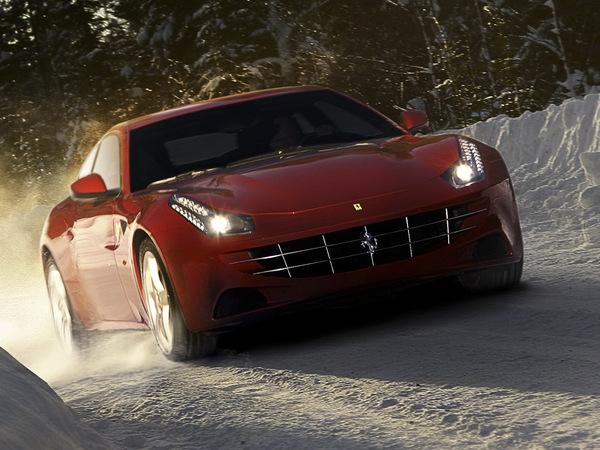 Nouvelles photos de la Ferrari FF, cette fois elle joue dans la neige
