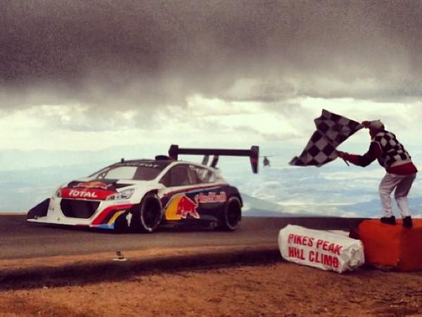 En direct de Pikes Peak 2013 : la vidéo officielle de la montée de Loeb