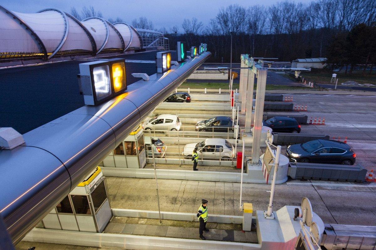 Des automobilistes coincés à un péage à cause du changement d'heure — Drôme