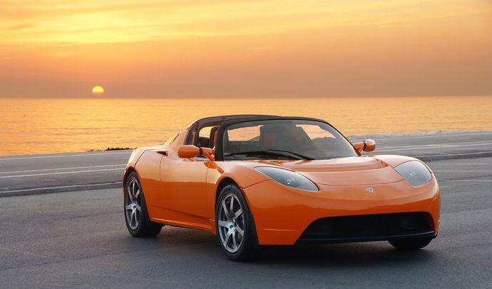 Il gagne un exemplaire du futur Tesla Roadster grâce à Youtube