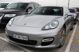 Porsche Panamera : Porsche l'expose......dans le parking