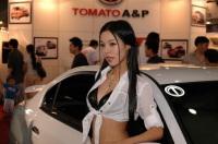 Salon de Séoul : les visiteurs regardent plus les hôtesses que les voitures, la sanction !