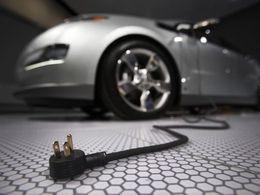 Stationnement : le « droit à la prise » des véhicules électriques acté dans le Journal Officiel