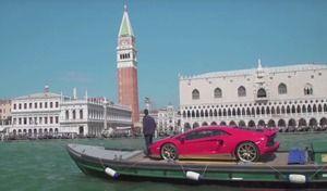 Insolite : une Lamborghini Aventador Miura Homage sur un bateau à Venise