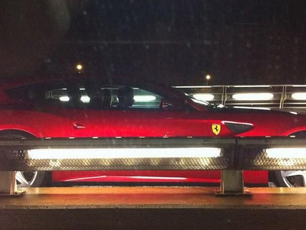 [Vidéo] La Ferrari FF se fait surprendre à Barcelone