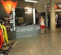 Dainese: de nouvelles boutiques ouvrent leurs portes partout dans le monde...