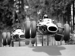 Question du jour n°76 : quel exploit, toujours inégalé, a réalisé le pilote anglais Graham Hill ?