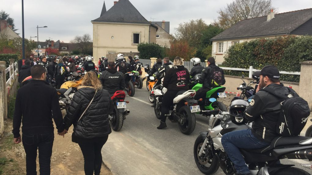Un motard enterré avec sa moto — Tours