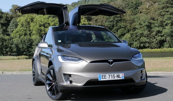 essai vid o tesla model x navette sp ciale. Black Bedroom Furniture Sets. Home Design Ideas