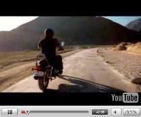 Vidéo moto : Bajaj Avenger, une parodie ou bien...