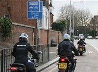 Insolite : des motos dans les voies de bus