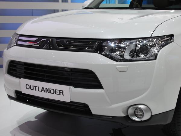 Vidéo en direct de Genève : Mitsubishi Outlander, géant au cœur vert