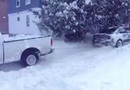 [Vidéo] Une Subaru Legacy sauve ( et humilie ) un Ford F-150
