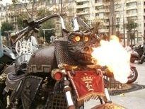 Salon de la moto 2007 les insolites : le Dragon crache du feu