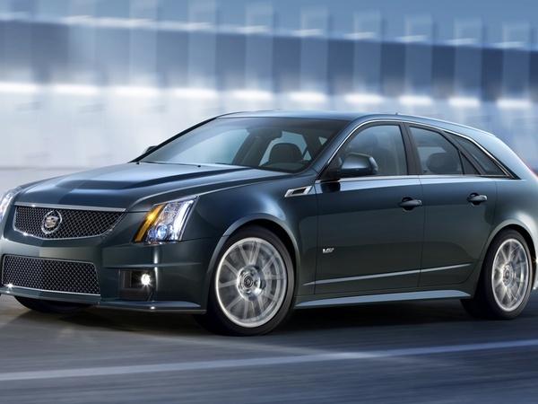 New York 2010 : Cadillac CTS-V Sport Wagon, des chevaux devant, des m3 derrière