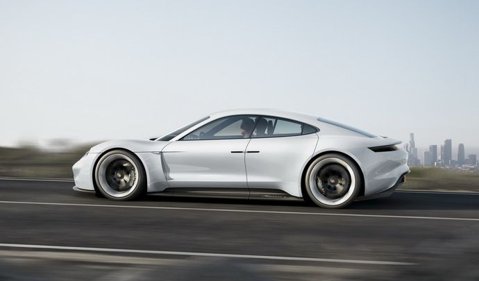 Porsche : une berline électrique de la taille d'une Tesla Model 3 à venir ?