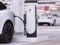 Tesla fait grimper le prix de la charge sur ses Superchargers