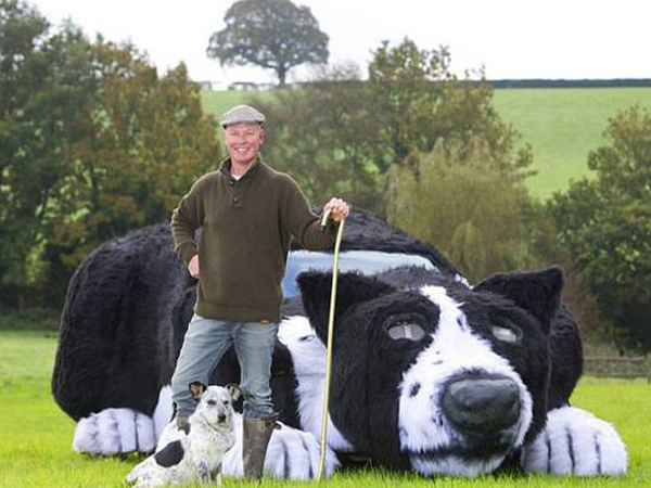 un fermier anglais transforme sa peugeot 405 break en hommage son chien. Black Bedroom Furniture Sets. Home Design Ideas