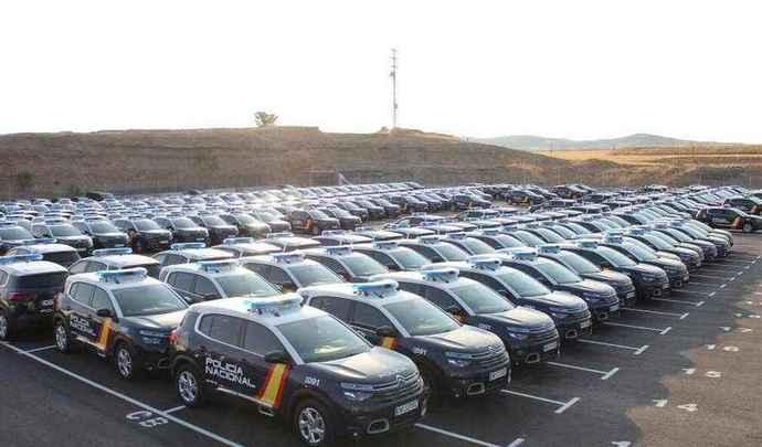 En France, la gendarmerie en Cupra, en Espagne, la police en Citroën et Peugeot