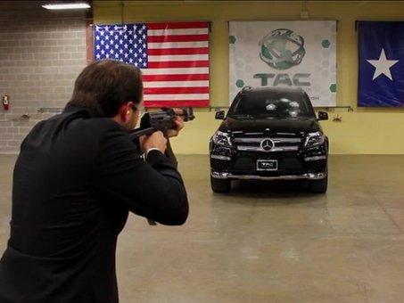 Publicité : un Mercedes GL blindé attaqué à l'AK47