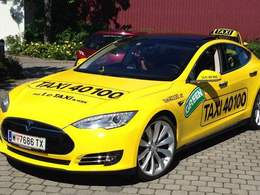 Voitures électriques: Tesla et Leaf séduisent les taxis