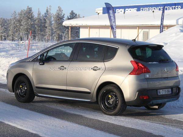 Spyshot : le Peugeot 3008 HYbrid4 continue sa mise au point