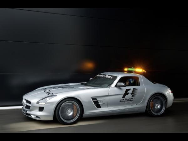 [vidéos] le Mercedes SLS AMG Safety Car F1 en action