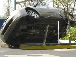 Un conducteur américain plante avec style sa Honda Accord après un petit problème de coordination