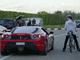 (Vidéo) 333 km/h en vélo-fusée et une Ferrari de 650 ch déposée
