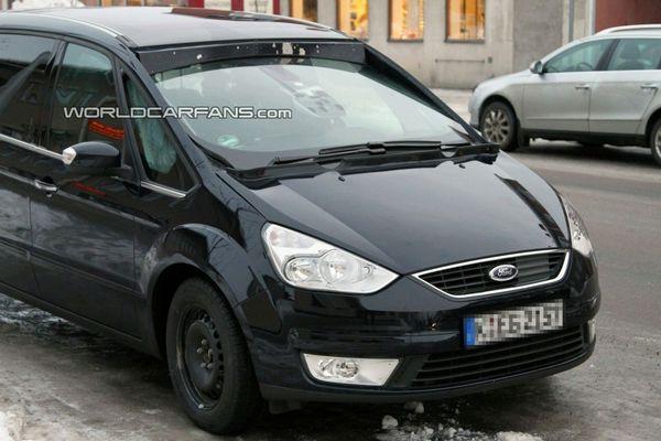 Spyshot : un Ford Galaxy avec un pare-brise panoramique ?
