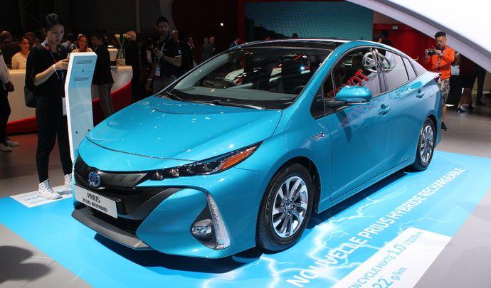 Toyota Prius hybride rechargeable - branchée : En direct du Mondial 2016