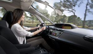 Étude – Les Français passent près de quatre ans de leur vie en voiture