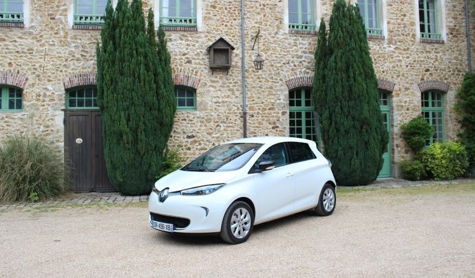mondial de paris 2016 la renault zoe avec 400 km d 39 autonomie. Black Bedroom Furniture Sets. Home Design Ideas