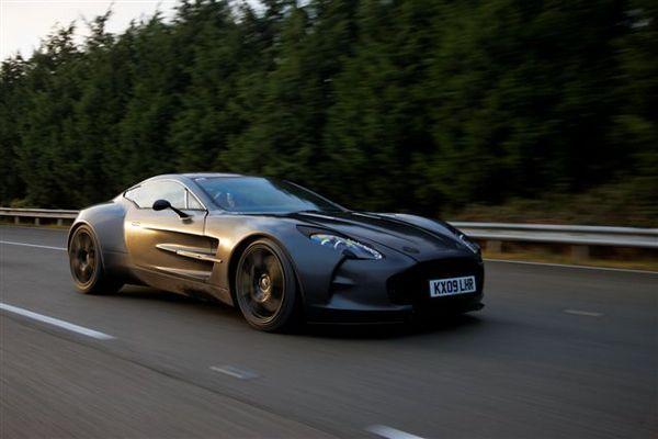 Aston Martin One-77 : 354.86 km/h pour ses premiers tests
