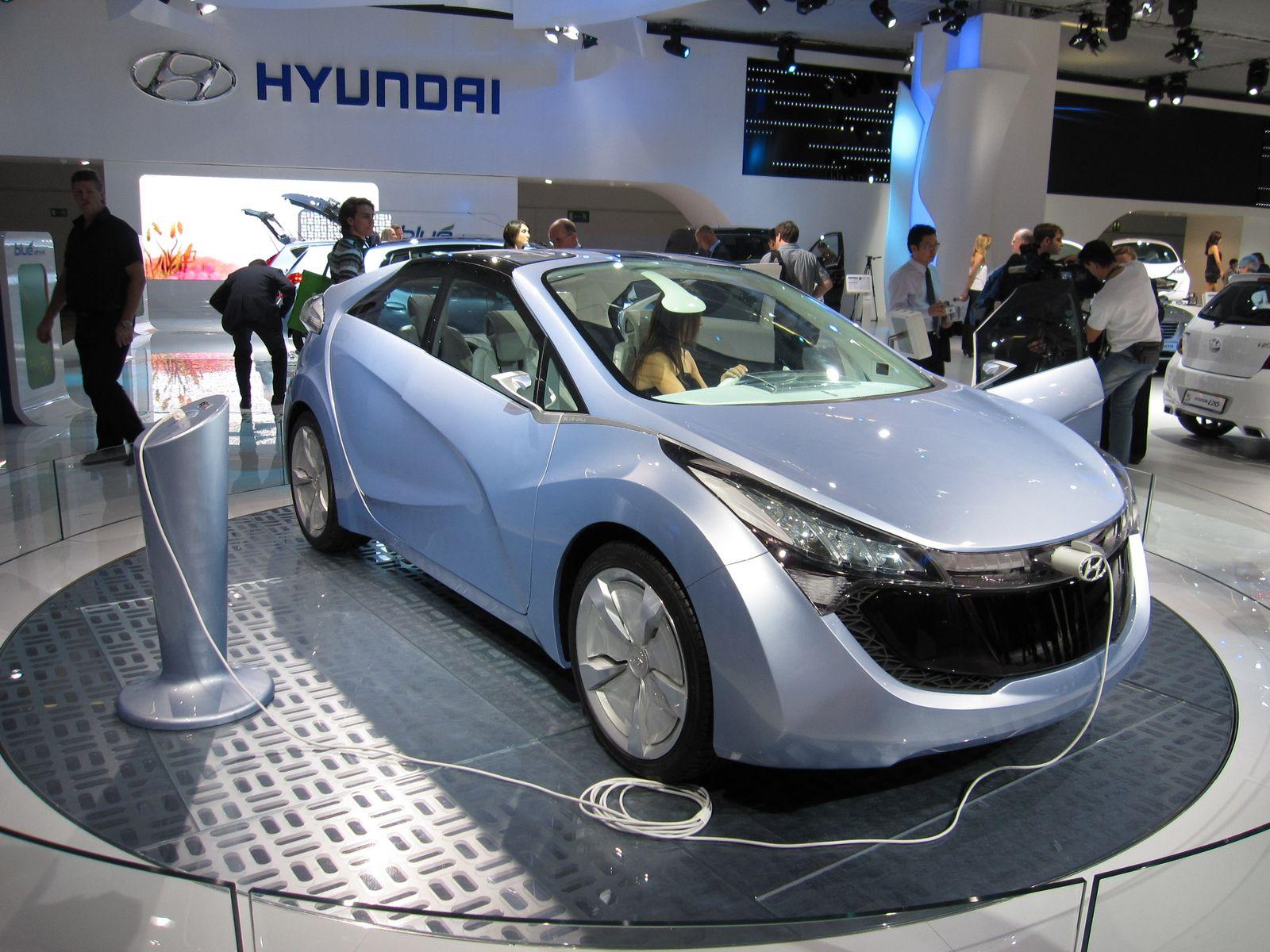 en direct du salon de francfort le concept hyundai blue will hybride rechargeable. Black Bedroom Furniture Sets. Home Design Ideas