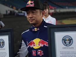 Han Yue bat le record du monde du stationnement parallèle le plus serré : 8cm !
