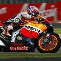 Moto GP - Grande Bretagne D.3: Stoner se mouille et Ducati prend l'eau
