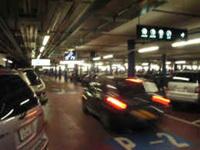 Belgique : une voiture renverse volontairement des vigiles !