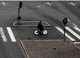 New York fait cohabiter intelligemment automobilistes et cyclistes grâce à une piste cyclable innovante