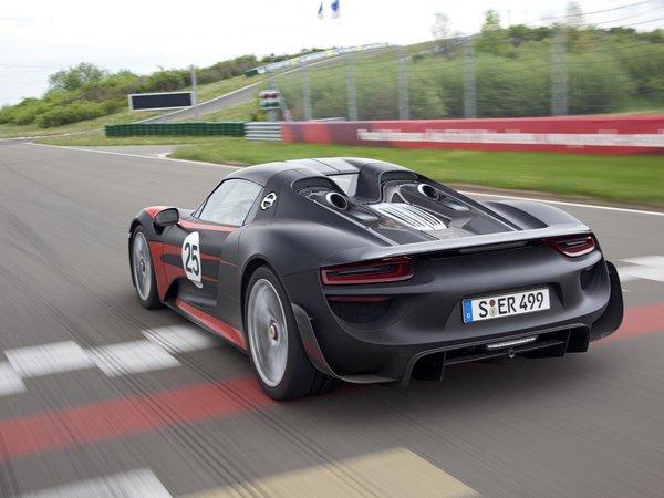 [vidéo] La Porsche 918 Spyder à l'attaque sur le Ring