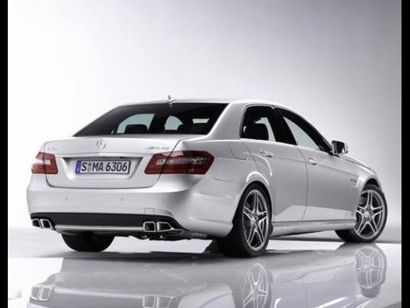 Étonnant : il y aurait une Mercedes E65 AMG V12 au programme