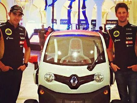 Insolite : Pastor et Romain font leurs courses en Renault Twizy
