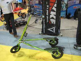 """En direct du Salon du Cycle 2009 : le véhicule inclinable à 3 roues nommé """"Trikke"""""""